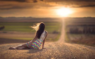 Woman watching the sunset wallpaper