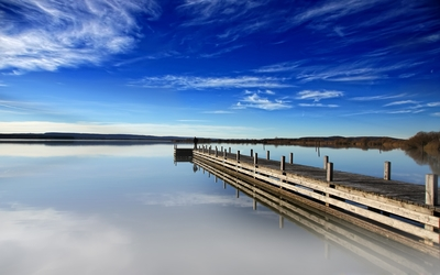 Wooden pier at the lake wallpaper