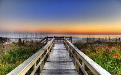 Wooden pier to the sandy beach wallpaper