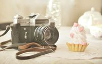 Zenit-E camera and a cupcake wallpaper 2560x1600 jpg
