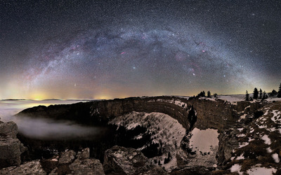 The Milky Way over the mountains wallpaper
