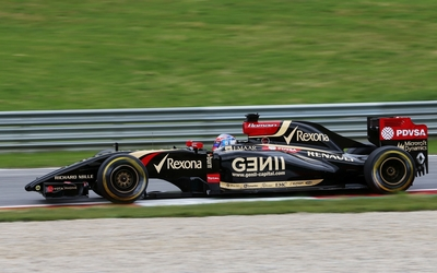 Lotus E22 on the racing track wallpaper