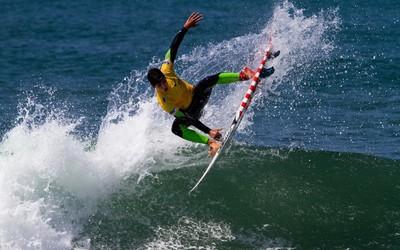 Man surfing wallpaper