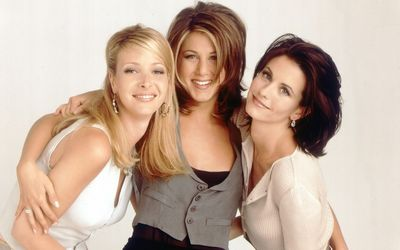 Phoebe, Rachel and Monica - Friends wallpaper