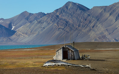 Abandoned house in Svalbard, Norway Wallpaper