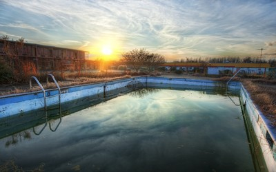 Abandoned pool at sunset wallpaper