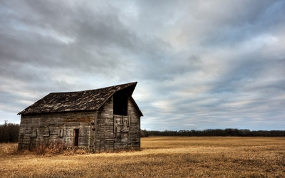 Abandoned wooden barn on a clouded day wallpaper