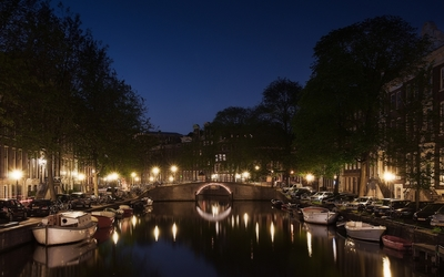 Amsterdam by night in Holland wallpaper