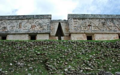 Ancient ruins wallpaper