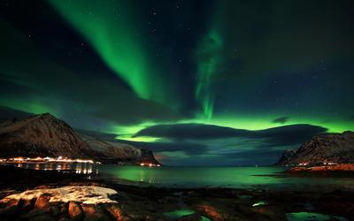 Aurora above Lofoten wallpaper