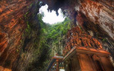 Batu Caves in Kuala Lumpur wallpaper