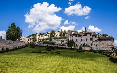 Beautiful summer day in Assisi wallpaper