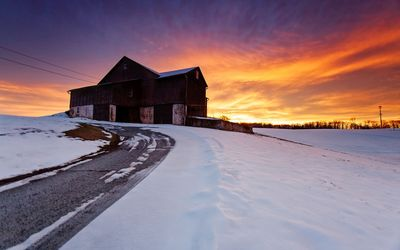 Beautiful sunset above the old barn Wallpaper