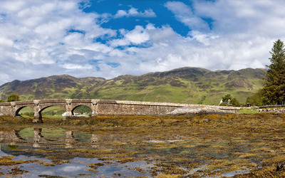 Bridge to Eilean Donan Castle wallpaper