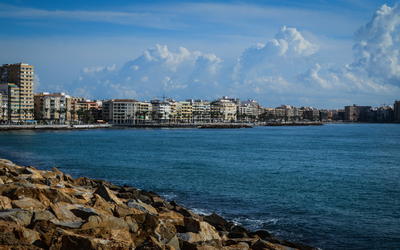 Buildings along El Cura beach wallpaper