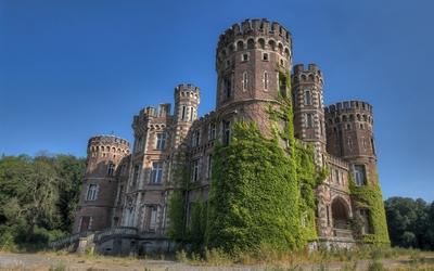 Castle Moulbaix on a beautiful summer day wallpaper