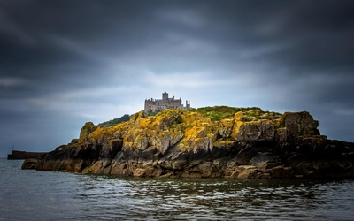 Castle on top of a rocky island wallpaper