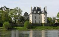 Chateau de Selles-sur-Cher near the lake wallpaper 1920x1200 jpg