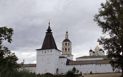 Churches surrounded by a fortress wallpaper