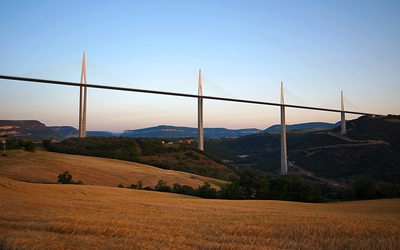 Clear sky above Millau Viaduct wallpaper