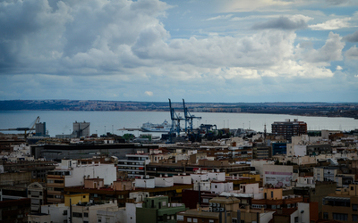 Cloudy day in Port of Alicante wallpaper