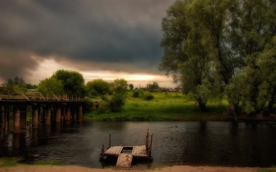 Dark clouds over the bridge wallpaper