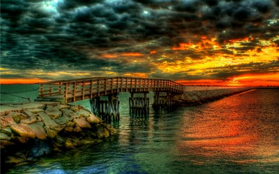 Glorious Sunset over the pier wallpaper