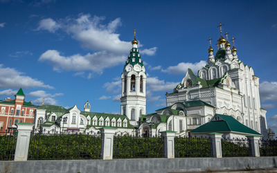 Grandiose orthodox church Wallpaper