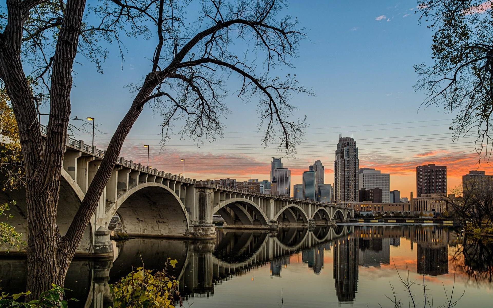 I 35W Mississippi River Bridge In Minnesota Wallpaper
