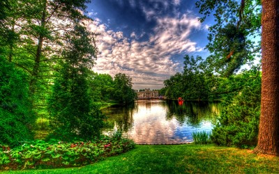 Lake in the castle park wallpaper