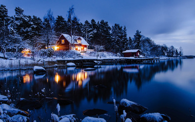 Lakeside winter cabin wallpaper