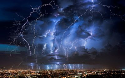 Lightning above the city wallpaper