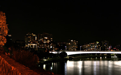 Lit bridge across the river wallpaper