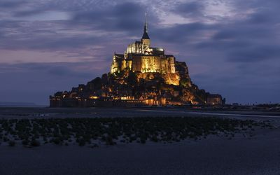 Lit Mont Saint-Michel in France wallpaper