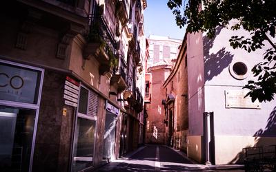 Narrow street in Murcia wallpaper