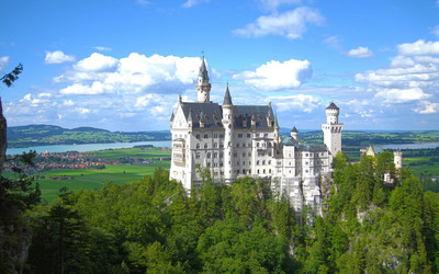 Neuschwanstein Castle on a beautiful summer day wallpaper