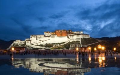 Potala Palace in Tibet wallpaper