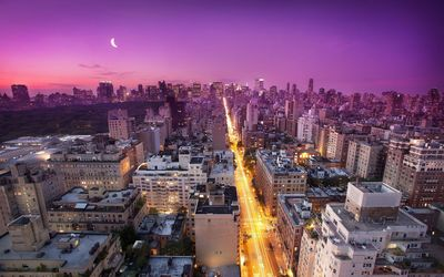 Purple sky above New York City at sunset wallpaper