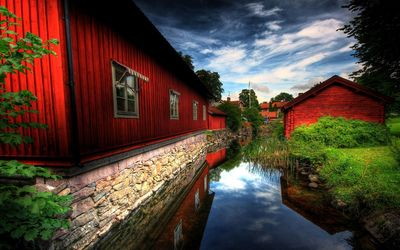 Red houses along the canal Wallpaper