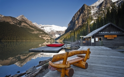 Resort on Lake Louise wallpaper