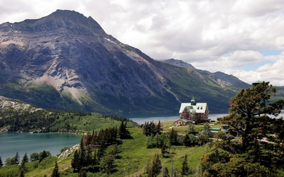 Resort on the mountain lake side wallpaper