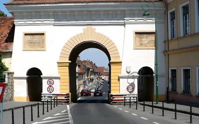 Road through Schei Gate Wallpaper