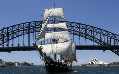 Sailboat under Sydney Harbour Bridge wallpaper