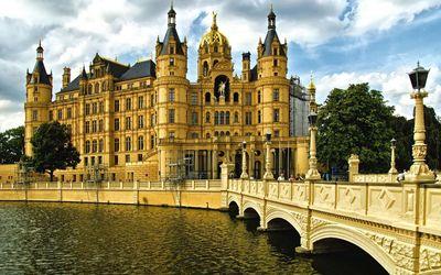 Schwerin Palace in Schwerin wallpaper
