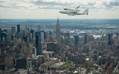 Shuttle Enterprise flying over New York City wallpaper