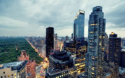 Skyscrapers with a beautiful view of the park in Manhattan Wallpaper