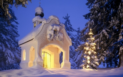 Small church in the snowy forest wallpaper