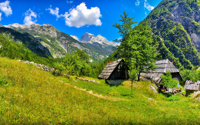 Small houses in the mountains Wallpaper