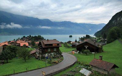 Small town by Lake Brienz Wallpaper