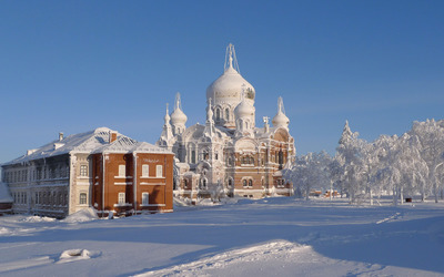 Snowy brick church Wallpaper